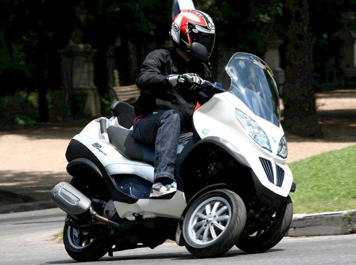 Image of PIAGGIO MP3 125 HYBRID