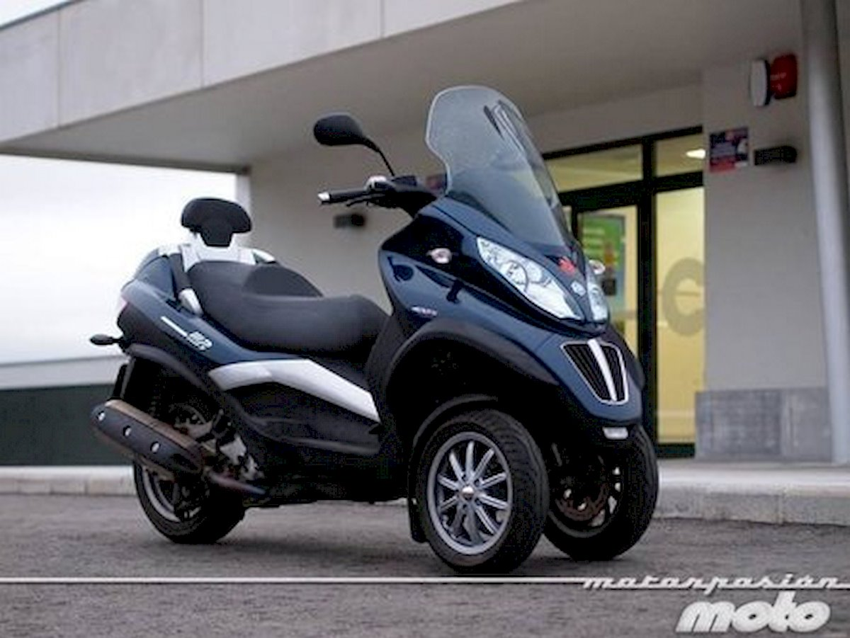 Image of PIAGGIO MP3 400